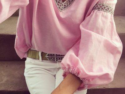 Eveslookbook trägt eine rosa Boho Bluse von ZARA. Mühelos, zeitlos, feminin.