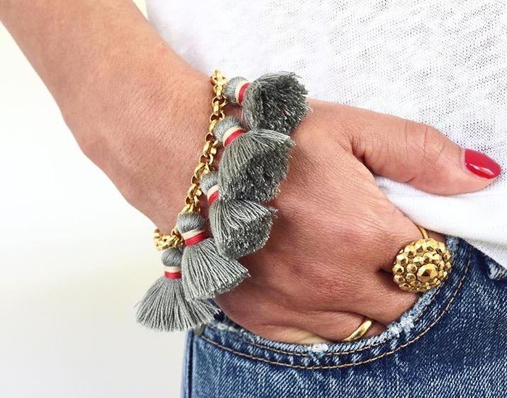 eveslookbook-saralashay-bracelet-pompon-grau-tasselbracelet-tasseljewelery