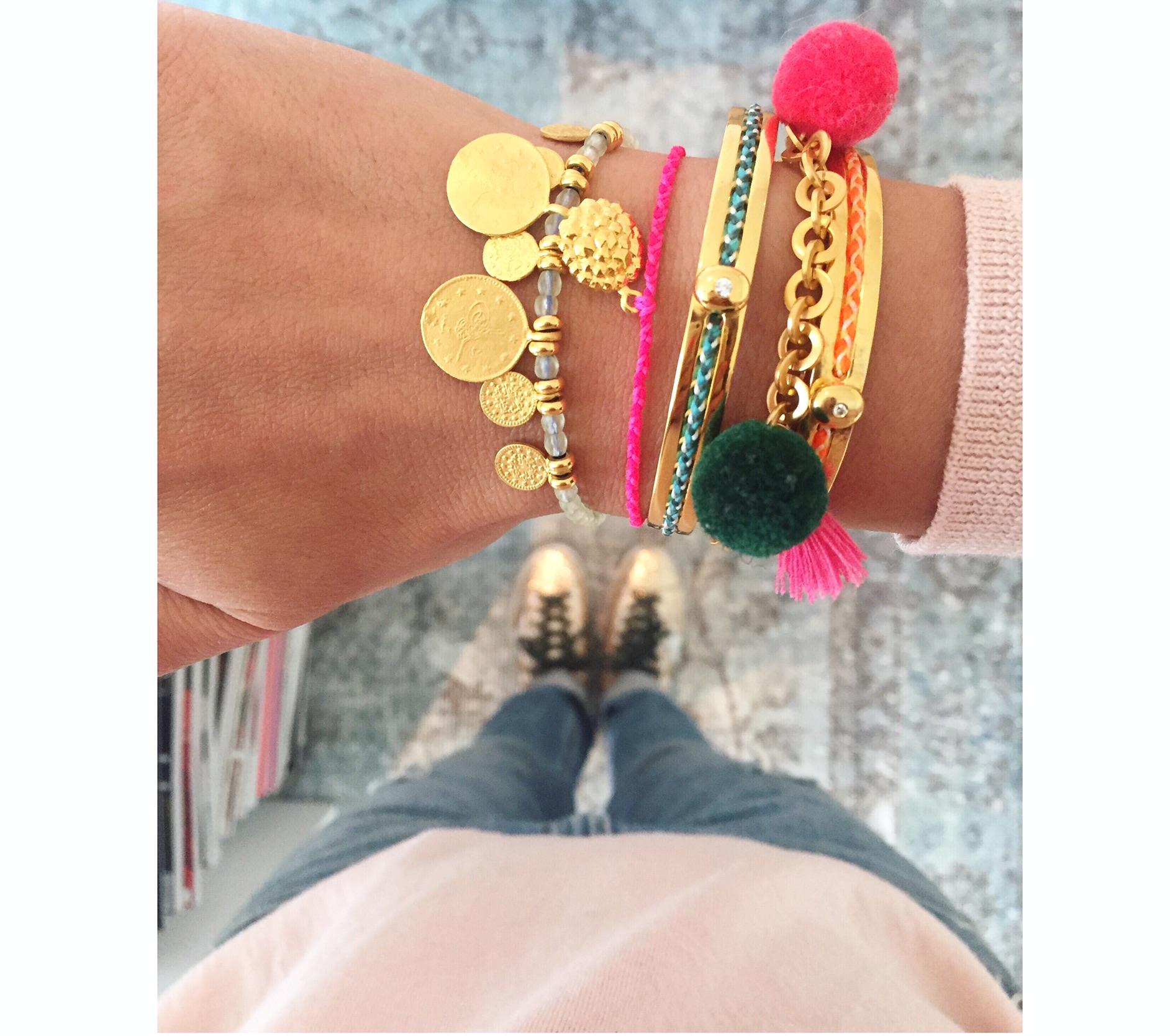 eveslookbook-saralashay-bracelets-getragen-buntermix-armcandy-tasselbracelet-pimpyourstyle